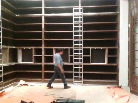 Escalera corrediza de biblioteca youtube for Biblioteca debajo de la escalera