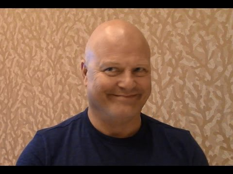 Gotham - Michael Chiklis Interview, Season 3 (Comic Con)