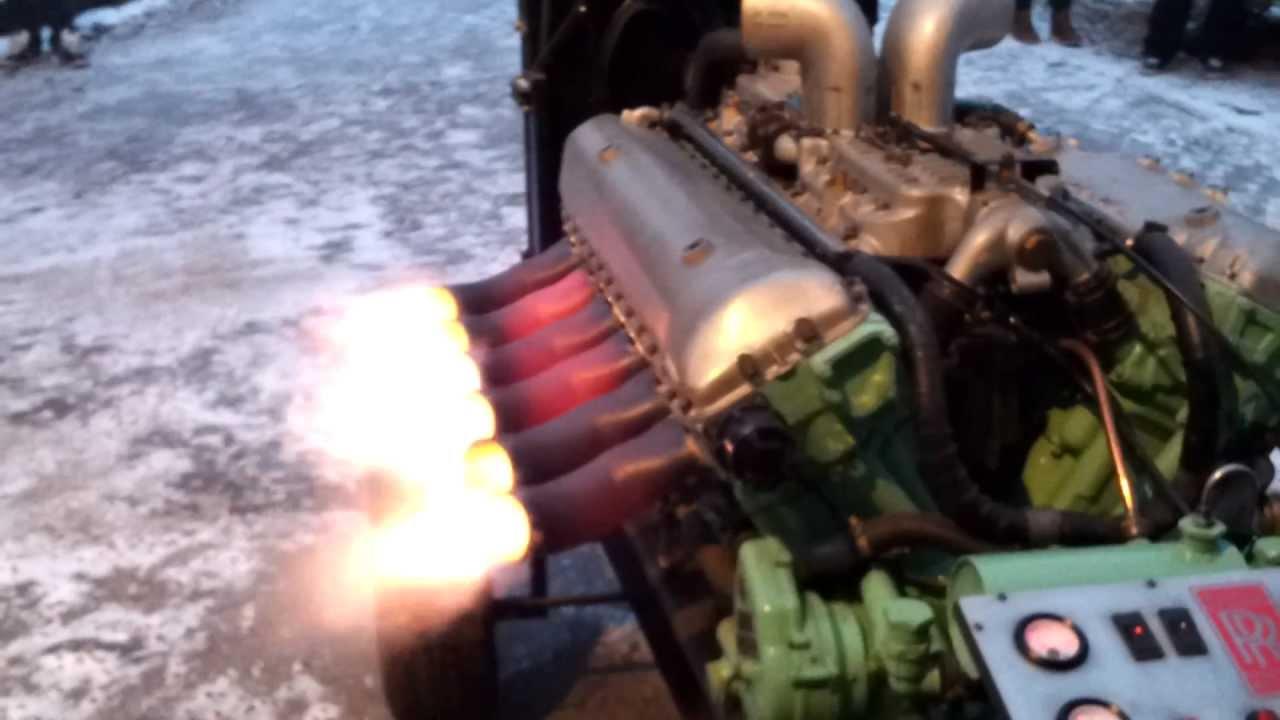 Ein Rolls Royce Meteor Panzermotor V-12 Motor erwacht