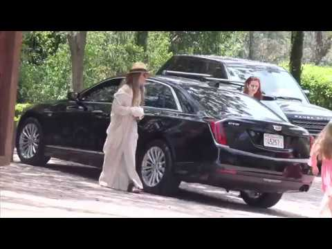 Lisa Marie Presley Seen Reuniting With Twin Daughters - May 29, 2017