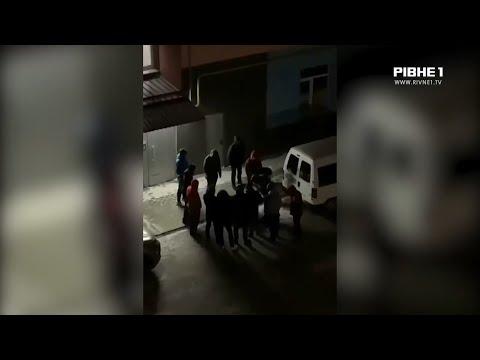 TVRivne1 / Рівне 1: Побили та облили зеленкою: у Рівному таксисти вчинили самосуд над пасажиром, який відмовився платити