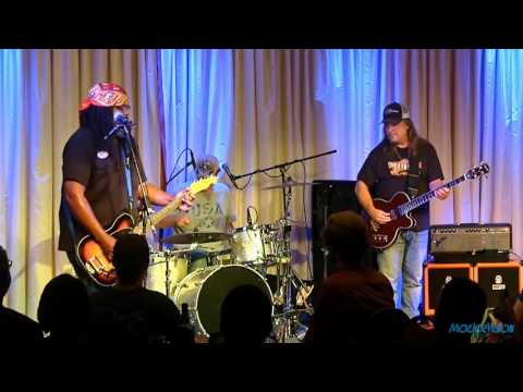 Alvin Youngblood Hart's Muscle Theory Live @ The Bull Run 11/13/15