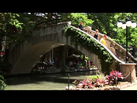 The San Antonio River Walk  San Antonio, Texas ( Paseo del R