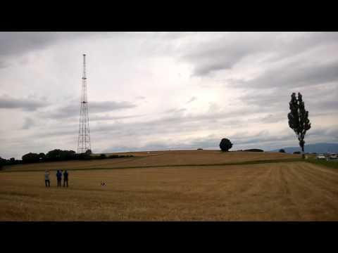 Démontage d'un pylone radio avec du dynamite ; tower telecom