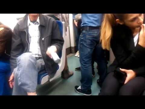 ένας τρελός στο μετρό!