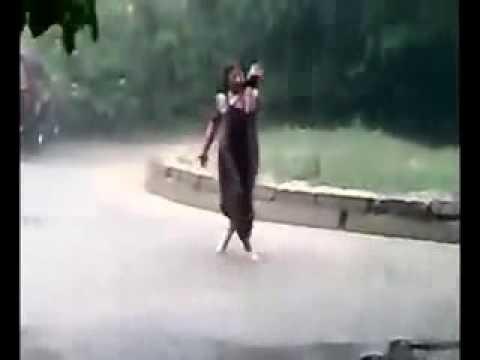 Танец циганки под дождём