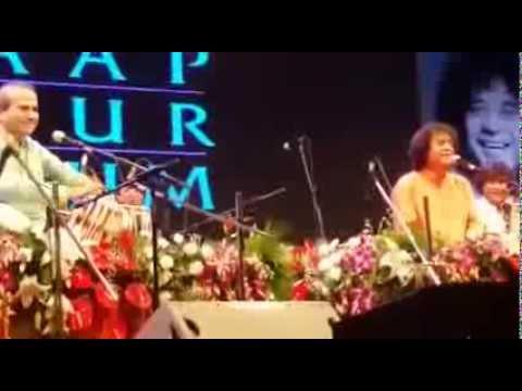 Suresh Wadkar and Zakir Hussain peform but with a twist