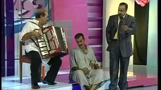 مشهد كوميدي بين جاسم شرف وسامي محمود من مسرحية بيت وخمس بيبان ج3 2009   YouTube