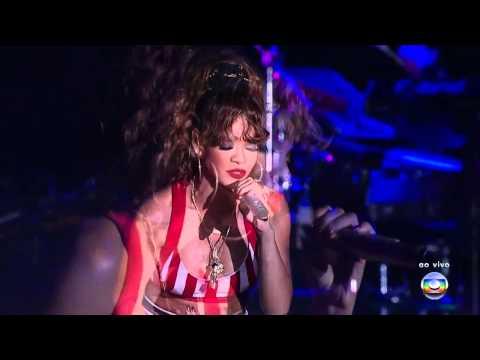 Rihanna - Love The Way You Lie PT2 (Live...