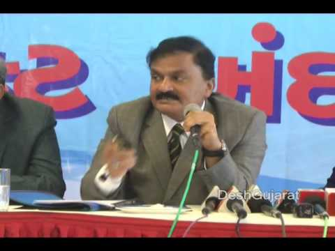Municipal Commissioner of Ahmedabad presents draft budget of AMC for year 2014-15