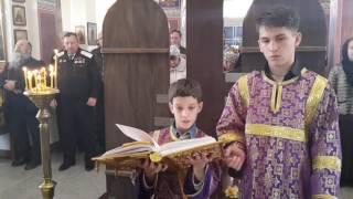 Миша читает Апостол