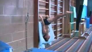 видео: Упражнения на пресс, так тренируются юные гимнасты.flv