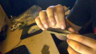 How to roll a blunt for beginners.
