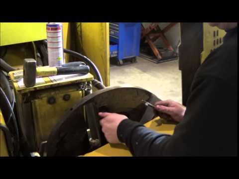 How to change knifes on Vermeer chipper