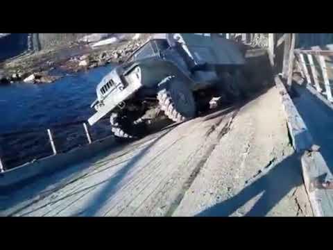 На Ямале рухнул мост