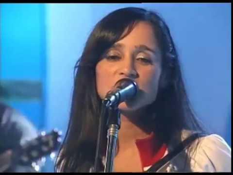 Julieta Venegas - Lento (Estudio CM 2004)
