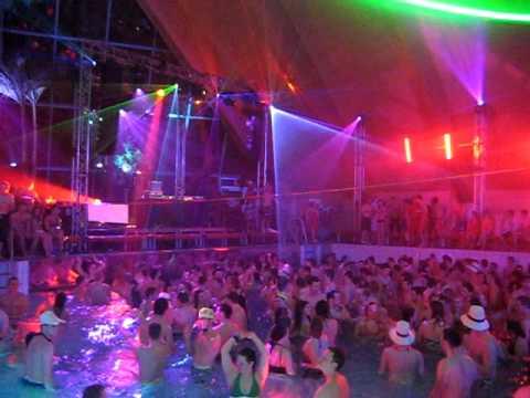Galaxy pool party badeparadies schwarzwald mit for Piscine badeparadies