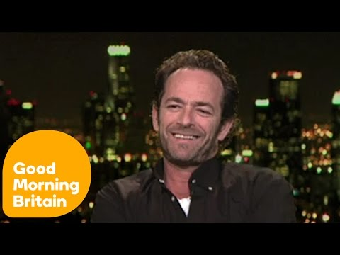 Luke Perry On Fish and Chips And Selfies | Good Morning Britain