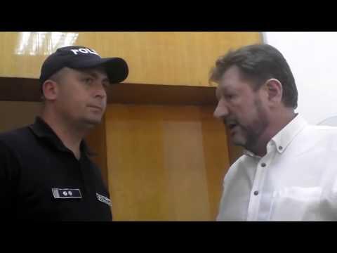 Dacă îl filmezi, Borozan, arhitectul-şef, cheamă poliţia - Curaj.TV