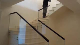 Стеклянные ограждения и перила из стекла Маршаг (495) 998-73-71(Красивые стеклянные лестницы и ограждения из стекла, а так же облицовка лестниц, ступенями из массива ценны..., 2013-06-14T13:23:55.000Z)