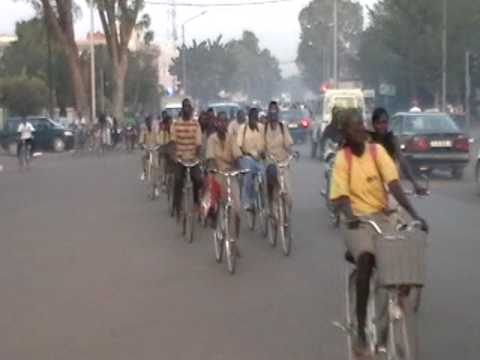Heure de pointe à Ouagadougou.  Rush hour in Ouagadougou.