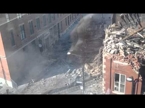 Wall collapsing onto Wellington street, Montreal
