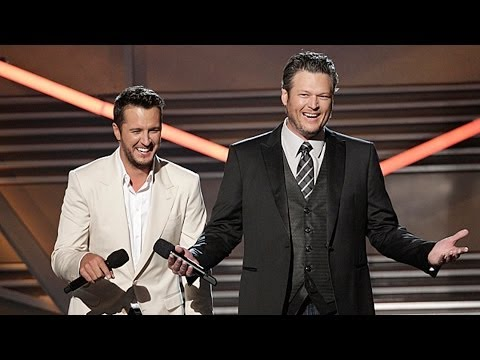 Blake Shelton MAJORLY Disses Britney Spears at the ACM Awards