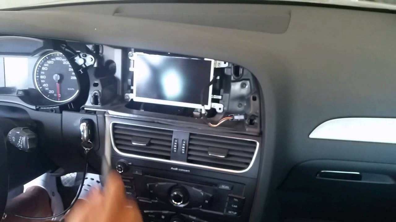 video guida smontaggio display audi a4 b8 8k.avi - YouTube