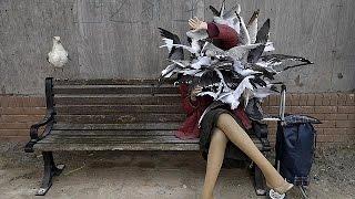 """Tutti pazzi per il parco a tema di Banksy: in tilt il sito web di """"Dismaland"""""""