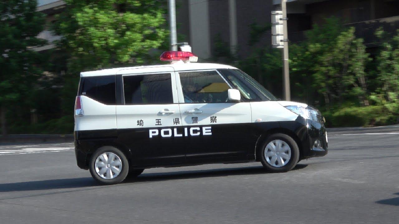 やりやがった!警察が見ている目の前で指定横断等禁止違反で違法に転回したBMWの運転手をアツい緊急走行で猛追し捕まえた?ソリオパトカー!乾いたサイレン音が鳴り響く!