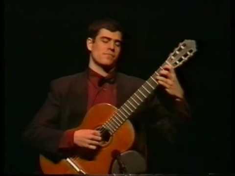 Pablo Sainz Villegas performing