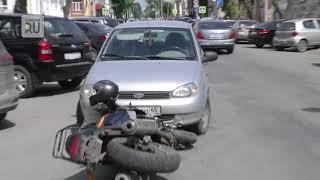 В Кургане на Советской произошло ДТП: столкнулись мотоцикл и легковой автомобиль