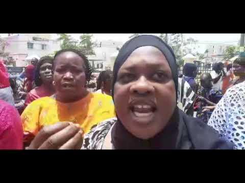 Pénurie d'eau : Assoiffée, Niari Tally déverse son ras-le-bol dans la rue