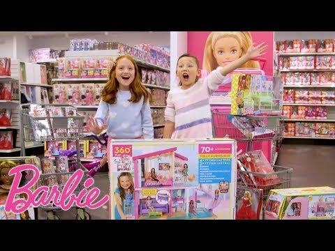 La Chasse aux Cadeaux de Noël au Magasin de Barbie! | Barbie