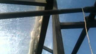 Парник из поликарбоната своими руками часть 3(Парник из поликарбоната своими руками, вентиляция, рычаги http://krainamaystriv.com/threads/18205/, 2014-05-05T17:30:53.000Z)