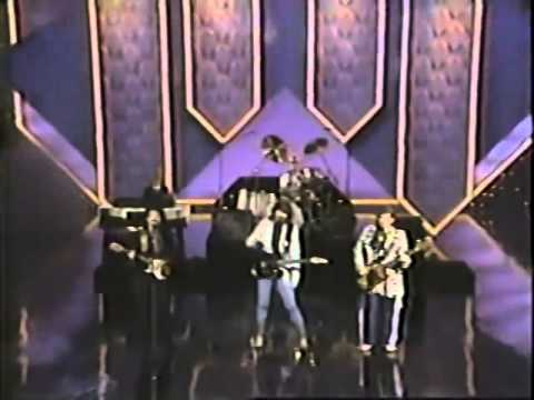 Alabama & Lionel Ritchie performing  Deep River Woman  on the 1986 Country Music Awards