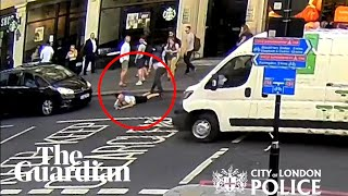 Man 'pushed' into traffic on busy London street thumbnail