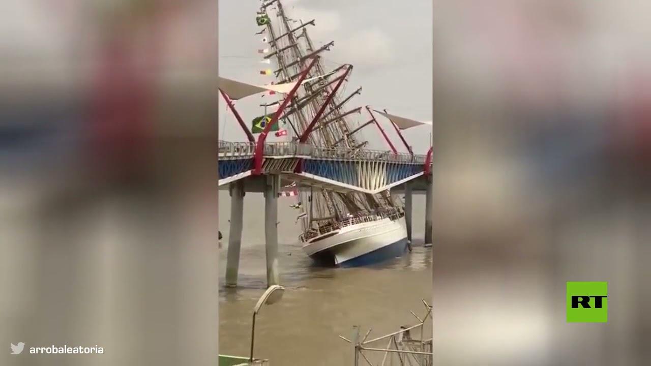 سفينة تابعة للبحرية البرازيلية تتحطم على جسر للمشاة في الأكوادور