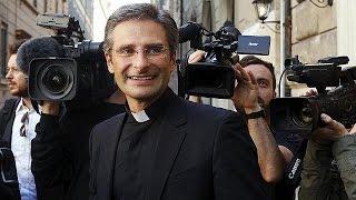 Scure del Vaticano sul prete gay. L