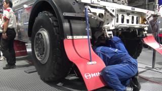 日野【レンジャー】ダカールラリー車両 タイヤ交換デモンストレーション