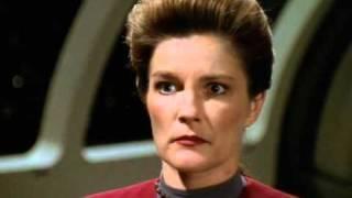 Janeway vs. evil Alien