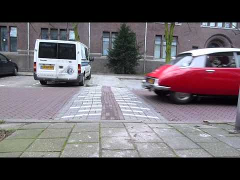 Citroen DS - hydropneumatic suspension and speed bump