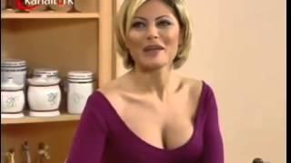 Seray Sever Elbiseden Taşan Göğüsler Seksi Sahne