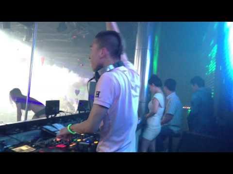 DJ Khang Chivas Live Mix Căng Quá Mức Tại MDM Bar Hãi Phòng 2014