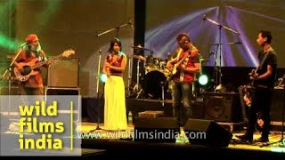 Rahul Ram along with Purple Fusion sings