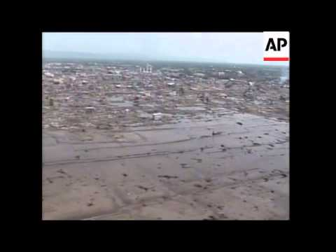 Powell arriving, visits aid facility, aerials of Banda Aceh