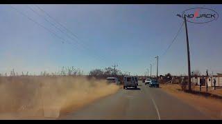BMW X5 bandits crashes during chase