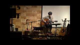 13年4月25日(木)福岡・天神のフォーク喫茶「白いギター」にて♪ 白いギタ...