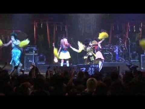 2011年2月2日発売される、「二次元コンプレックス」のカップリング曲「夕焼け番長」の2010年12月3日渋谷O-EASTでのライブ映像です。