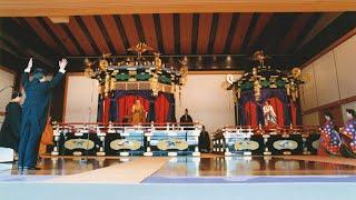 1990年(平成2年)11月12日、海部俊樹首相(当時)による万歳三唱.